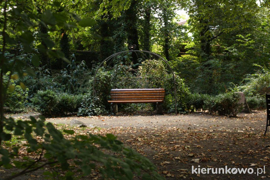 ławeczka miłości lubniewice i Łagów Park Miłości w Lubniewicach