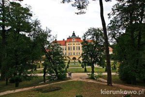 pałac w rogalinie zespół pałacowo-parkowy w rogalinie rogalin co warto zobaczyć