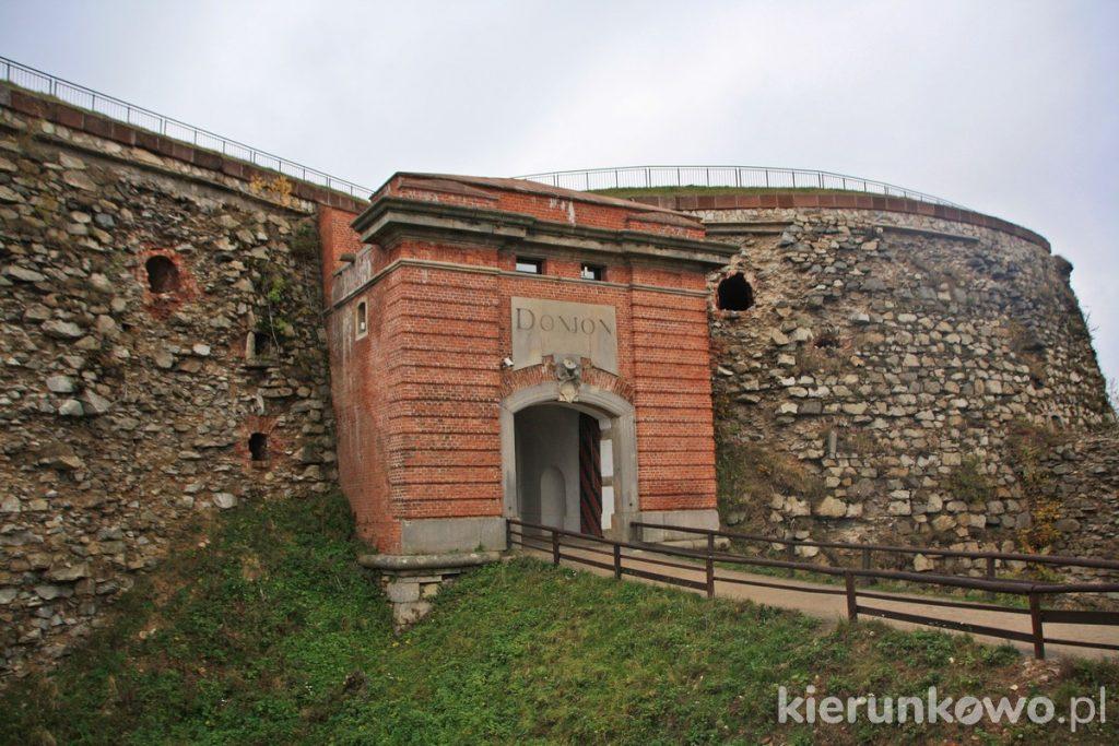 Twierdza Srebrna Góra donżon donjon