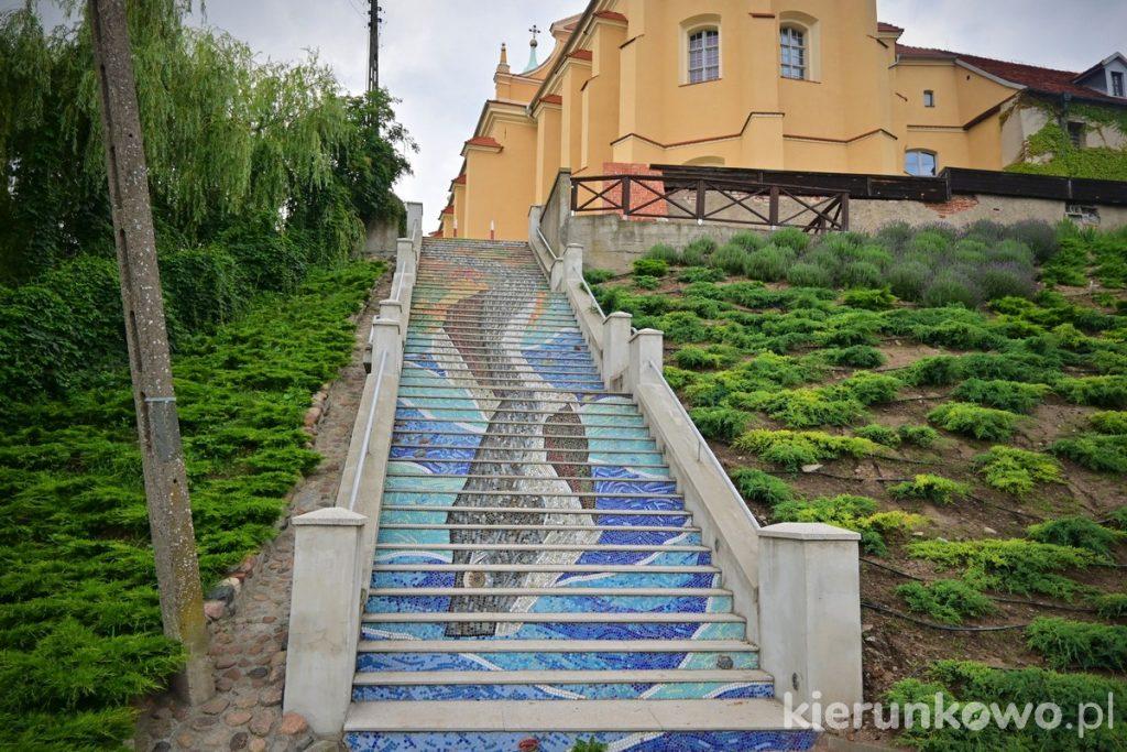 Mozaikowe schody w Pyzdrach ciekawe miejsca w pyzdrach