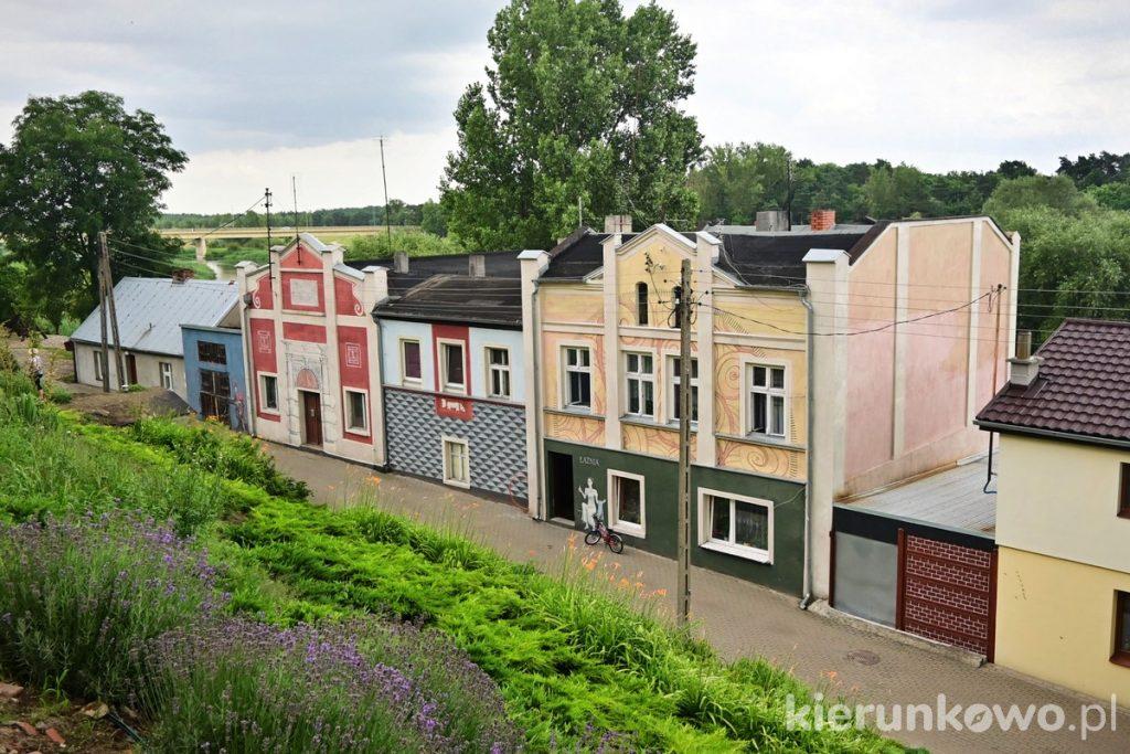 kamienice w Pyzdrach kolorowe kamienice kolorowe domki murale mural nardzeczna ciekawe miejsca w pyzdrach