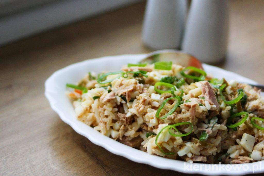 sałatka z tuńczyka z ryżem