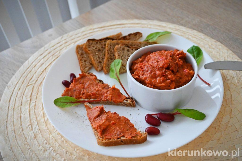 Paprykowa pasta z czerwonej fasoli przepisy na pasty kanapkowe